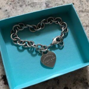 Tiffany & Co. Jewelry - Tiffany & Co heart charm bracelet